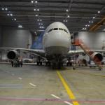 Die Werfthalle mit ca. 200mx140mx30m fasst 2 Airbus A380
